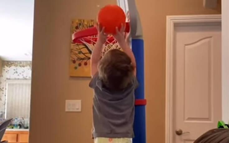 Ίσως ο πιο μικρός άσσος του μπάσκετ που έχετε δει