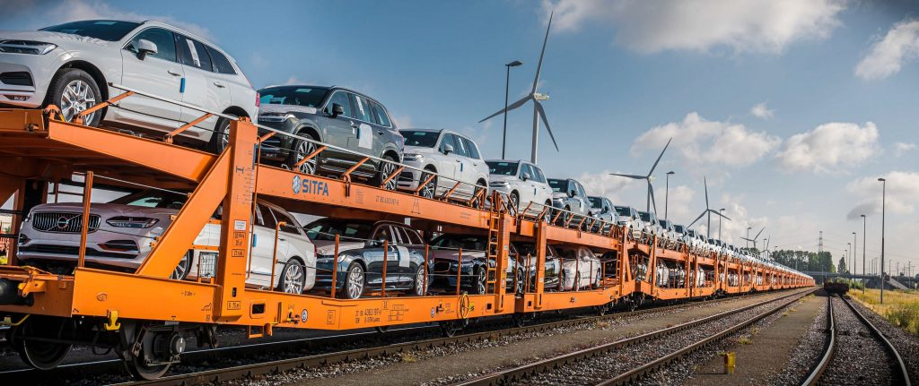 Η Volvo Cars αντικαθιστά τα φορτηγά με τρένα
