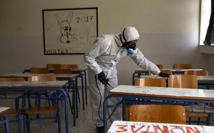 Κορονοϊός: Γιατί η κυβέρνηση έκλεισε σχολεία και πανεπιστήμια