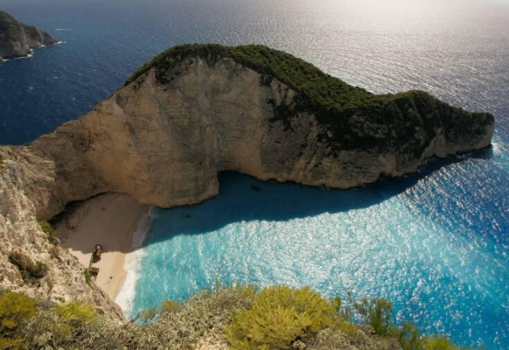 Ο κορονοϊός έβαλε σε καραντίνα τον ελληνικό τουρισμό