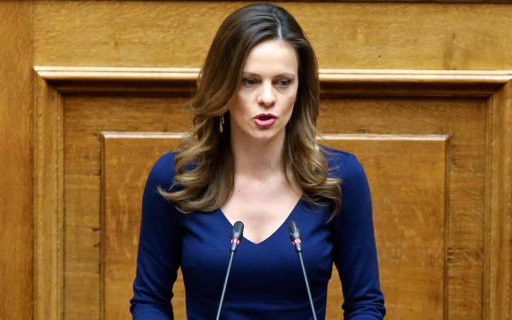 Αχτσιόγλου: «Η κυβέρνηση, δυστυχώς, κινείται με το 'βλέποντας και κάνοντας'»