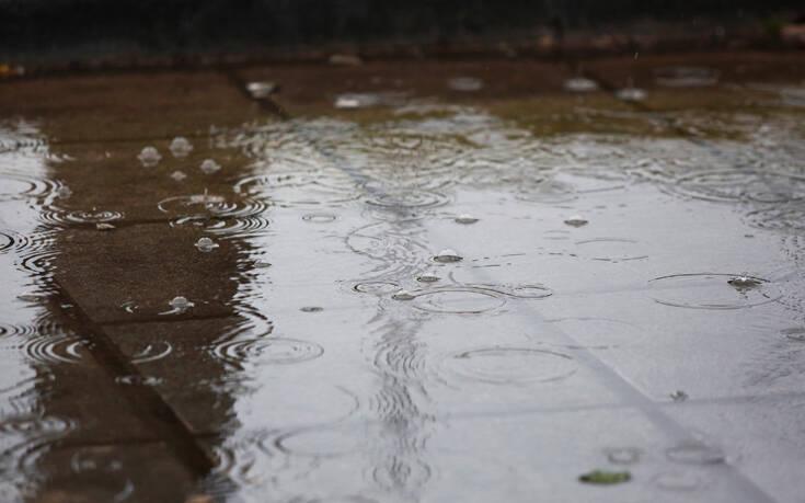 Καιρός: Κυριακή με βροχές, καταιγίδες και σκόνη