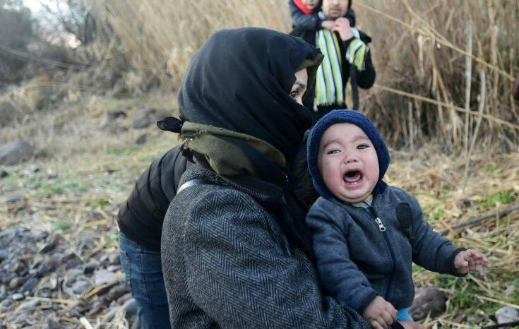 Ανησυχία 22 ΜΚΟ για τη μεταφορά οικογενειών και ασυνόδευτων παιδιών σε κλειστές δομές