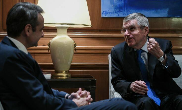 Συνάντηση Μητσοτάκη με τον πρόεδρο της ΔΟΕ για την αφή της Ολυμπιακής Φλόγας