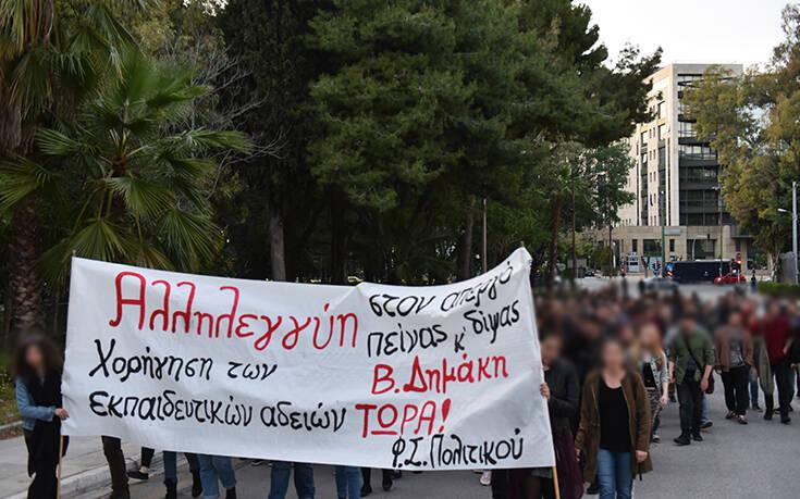 Έκκληση Βαρουφάκη στον πρωθυπουργό για τον απεργό πείνας και δίψας κρατούμενο φοιτητή για Βασίλη Δημάκη