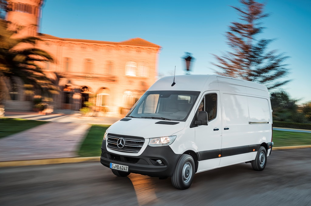 Covid19:Τρία επαγγελματικά οχήματα παραχώρησε στο Εθνικό Κέντρο Άμεσης Βοήθειας η Mercedes Benz
