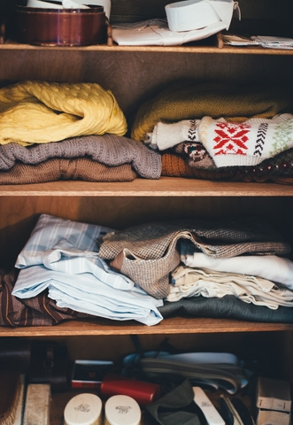 Πώς θα αποθηκεύσεις σωστά τα χειμερινά ρούχα σου; (video)