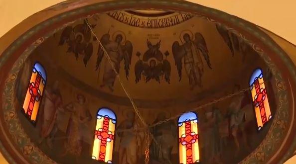 """Ανακοίνωση ιερέα στην πόρτα του ναού: """"Μην επικοινωνείτε, είμαι χάλια όπως κι εσείς"""""""