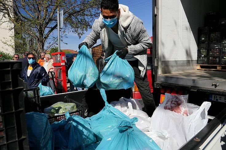 Λάρισα: Ξεκίνησε η προσφορά «πασχαλινού πακέτου» σε 5.000 ανθρώπους στην καραντίνα της Νέας Σμύρνης