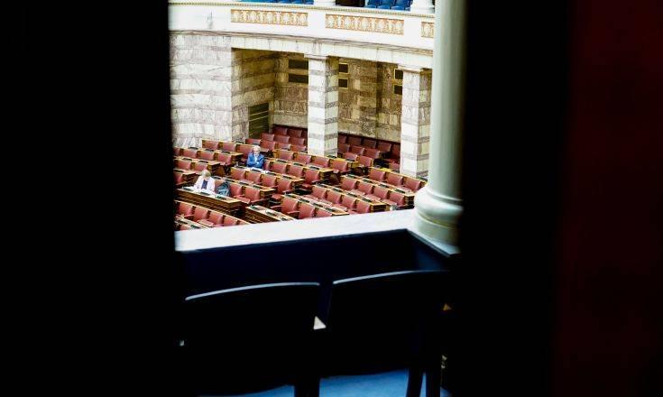 Πεδίο αντιπαράθεσης κυβέρνησης και αξιωματικής αντιπολίτευσης η καμπάνια ενημέρωσης για τον κορονοϊό