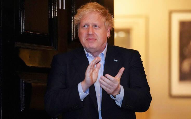 Βρετανία: Ο πρωθυπουργός Μπόρις Τζόνσον επέστρεψε στην Ντάουνινγκ Στριτ
