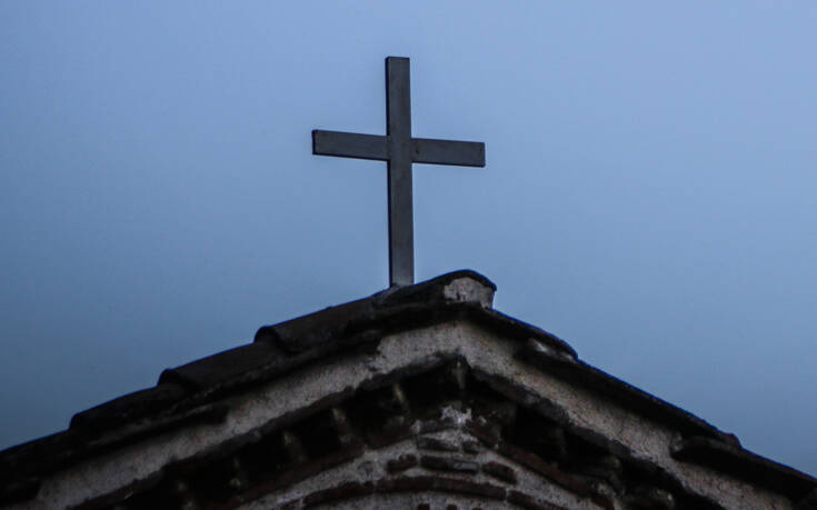 «Καμπάνα» και στον τελετάρχη του δήμου Κέρκυρας που συμμετείχε σε θεία λειτουργία