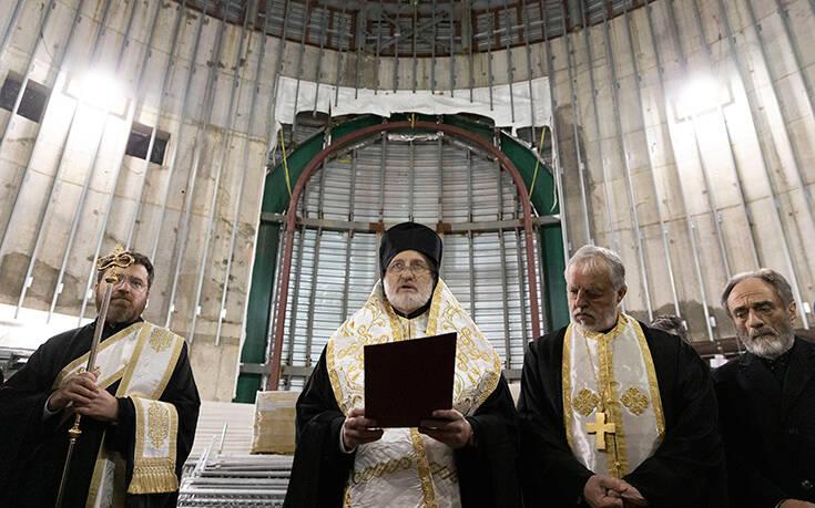Ο Αρχιεπίσκοπος Αμερικής Ελπιδοφόρος προσεύχεται για τους ασθενείς και τα θύματα του κορονοϊού