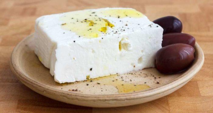 Φτιάξε μόνη σου άλμη για να διατηρήσεις τη φέτα -Σε 3 λεπτά με δύο απλά υλικά