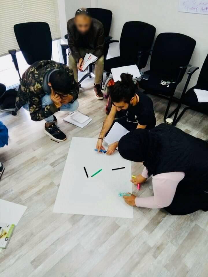 Πρόσφυγες παρέχουν ψυχοκοινωνική υποστήριξη σε ευάλωτους συμπατριώτες τους