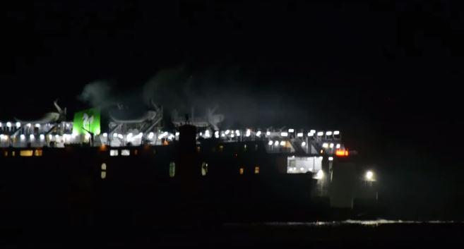 Πλοίο προσέκρουσε στο λιμάνι της Σαντορίνης