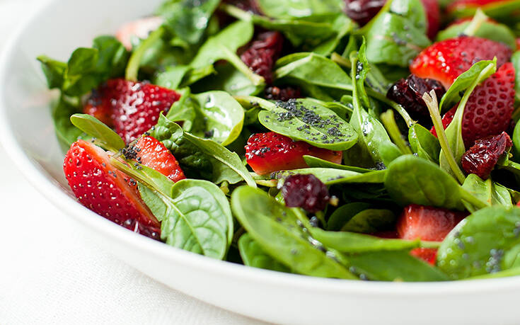Σαλάτα με σπανάκι και φράουλες