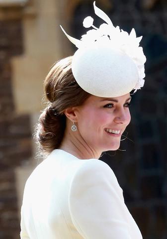 Να, γιατί η Kate Middleton φοράει συνήθως καπέλο κατά την αποβίβαση από το αεροπλάνο…