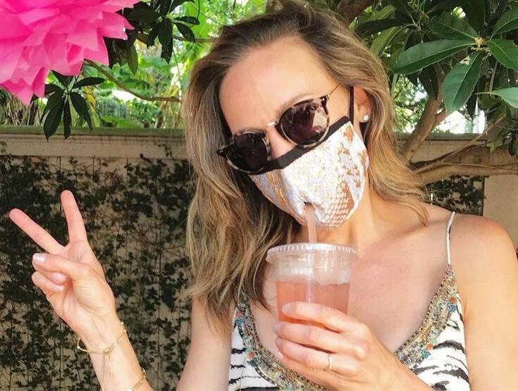 Κοκτέιλ στην εποχή του κορονοϊού: Ξεπουλάνε οι μάσκες με ειδική τρύπα για καλαμάκι