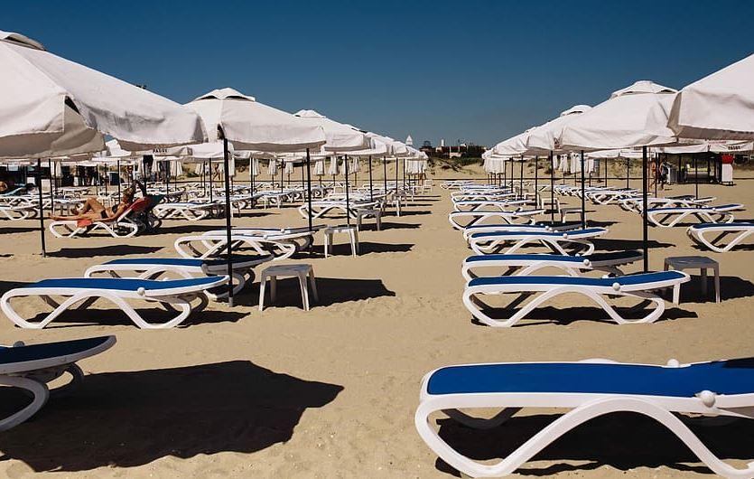 Με τον πρώτο καύσωνα ανοίγουν 515 οργανωμένες παραλίες – Έτσι θα κάνουμε τα μπάνια μας φέτος