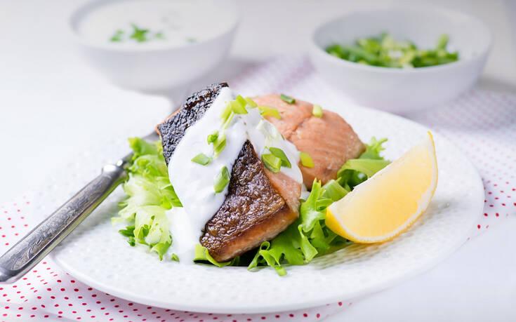 Φιλέτο ψαριού με σως γιαουρτιού
