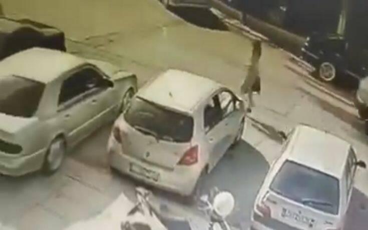 Επίθεση με βιτριόλι στην Καλλιθέα: Με σοβαρά εγκαύματα η 34χρονη, τι περιέγραψε στην Αστυνομία