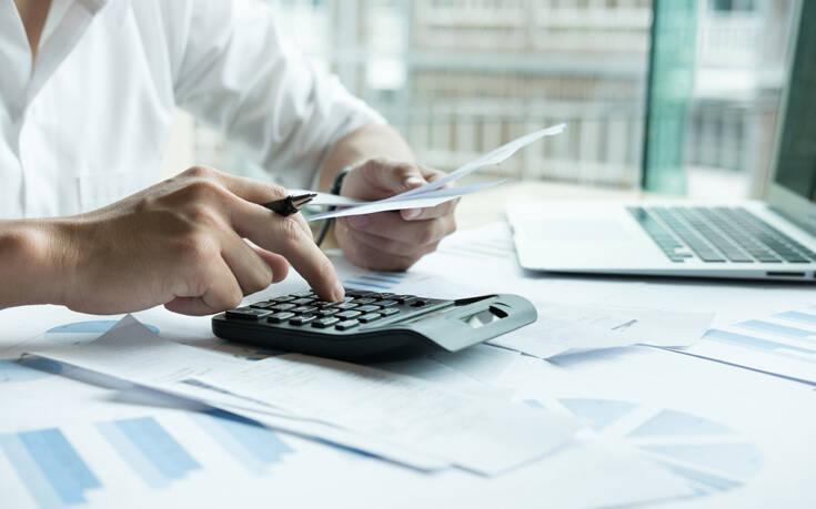Σε δεινή θέση οι Έλληνες: Το 61% δεν μπορεί να πληρώσει τους λογαριασμούς – To 24% δανείζεται