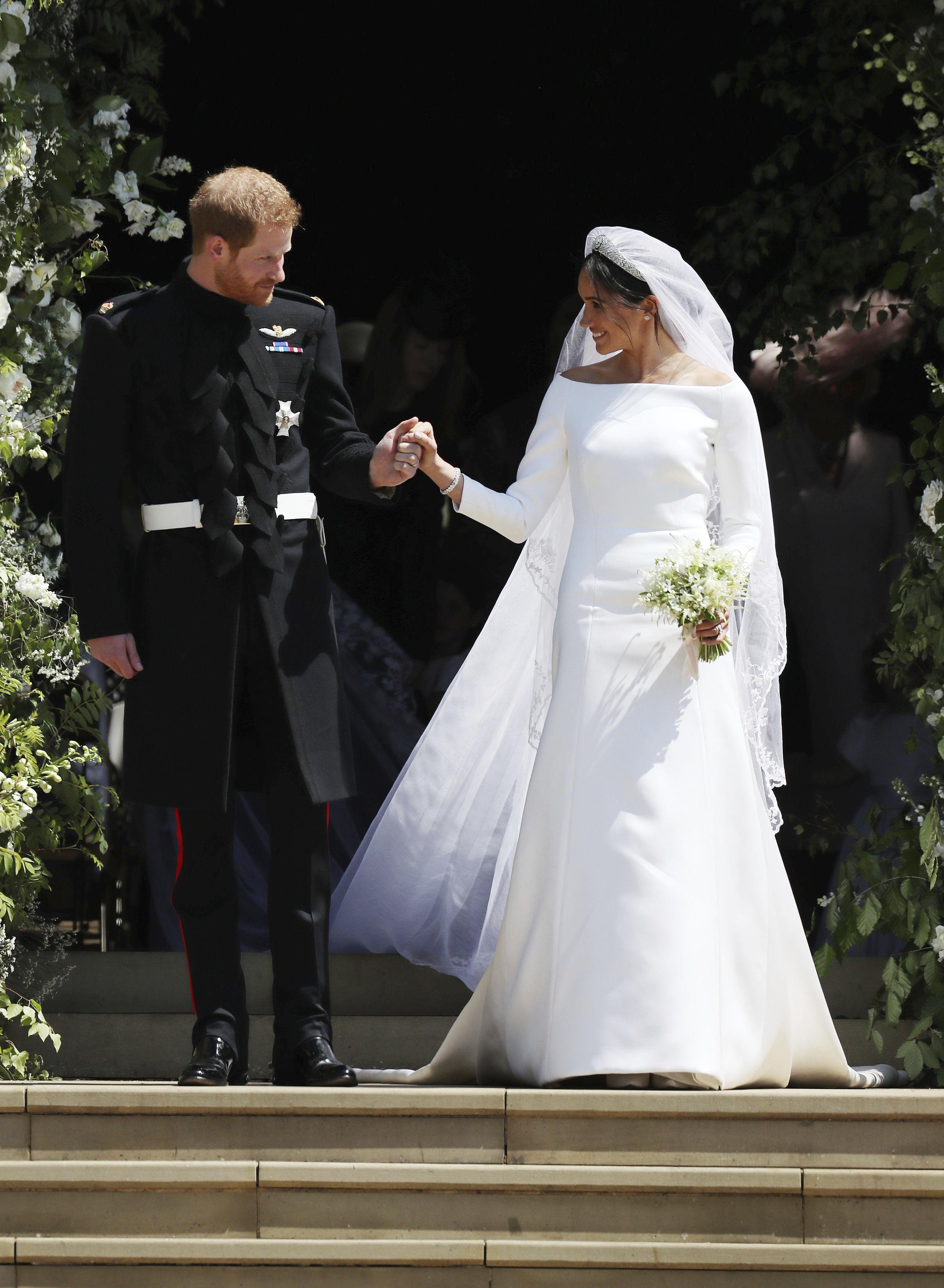 Το νυφικό της Meghan Markle είχε προβληματίσει πολύ τη Βασίλισσα Ελισάβετ για τον εξής λόγο…