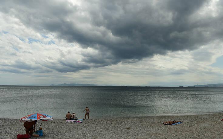 Καιρός: Καλοκαίρι μέχρι… αύριο – Έρχονται βροχές, καταιγίδες και πτώση της θερμοκρασίας