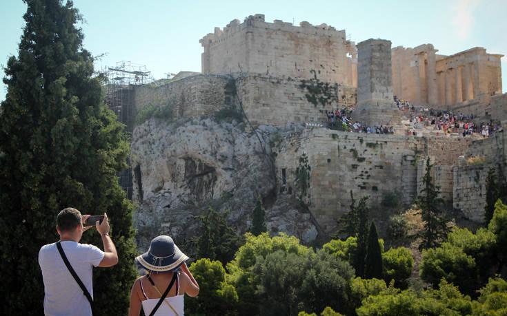 ΚΚΕ: Οι αποφάσεις για την «επανεκκίνηση του τουρισμού» θυσιάζουν την προστασία της δημόσιας υγείας