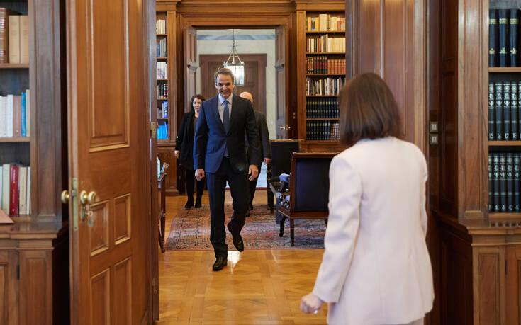 Μητσοτάκης με Σακελλαροπούλου: Η ατομική ευθύνη αποκτά τώρα ακόμη μεγαλύτερη σημασία