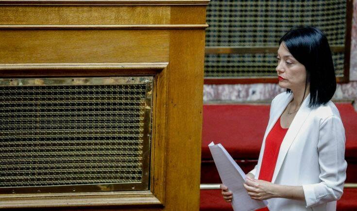 Το  Mea Culpa της Νάντια Γιαννακοπούλου για τα «γαλλικά» στο ανοιχτό μικρόφωνο της Βουλής