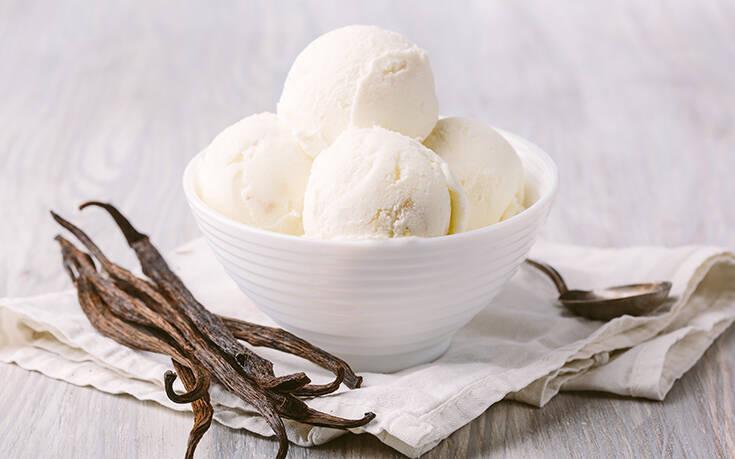 Σπιτικό παγωτό βανίλια με δύο μόνο υλικά