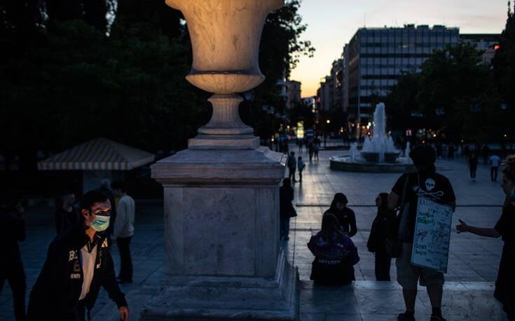 Νέα έρευνα για τον κορονοϊό: Ένας στους τρεις Έλληνες δεν ανησυχεί πια