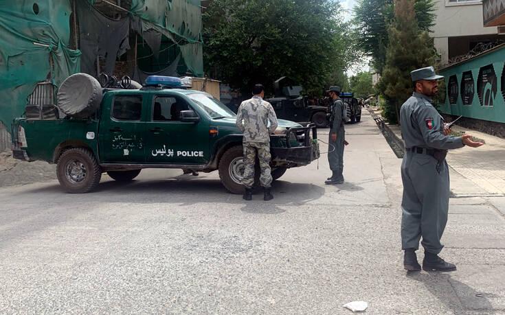 Ματωμένη προσευχή της Παρασκευής στο Αφγανιστάν, τέσσερις νεκροί από έκρηξη σε τέμενος