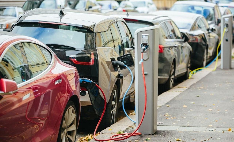 Χατζηδάκης: Μπόνους για ηλεκτροκίνητα αυτοκίνητα, σκούτερ και ποδήλατα