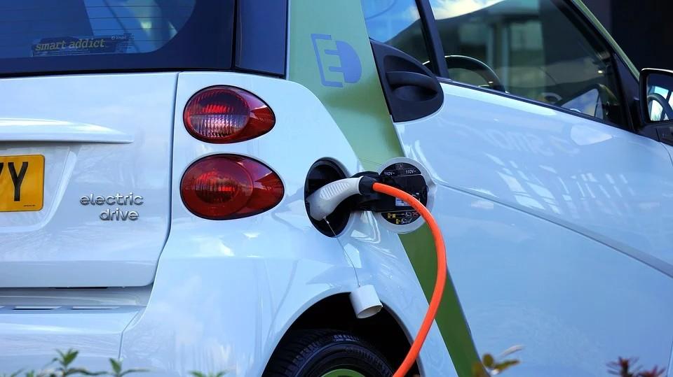 Επιδότηση 100 εκατ. για την αγορά νέου ηλεκτρικού αυτοκινήτου – Όλα τα κίνητρα