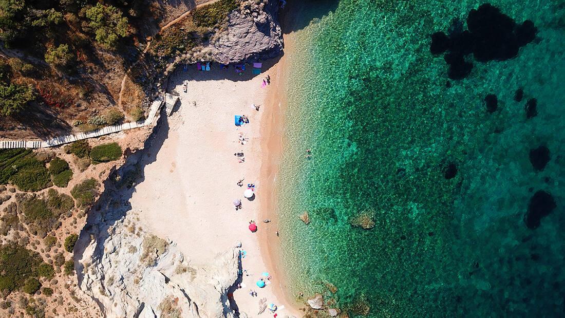 Μαγευτικές ελληνικές παραλίες που δε χρειάζονται πλοίο