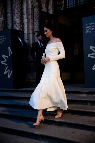 Το shoe trick της Kate Middleton θα σε κάνει να ταυτιστείς μαζί της