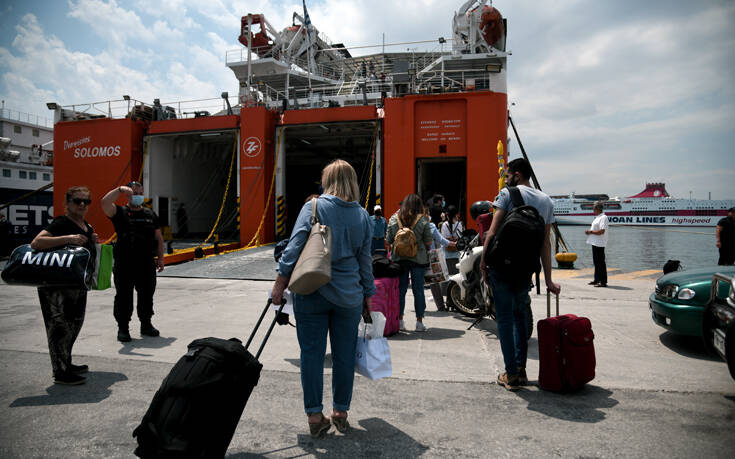 Μειώθηκαν τα ακτοπλοϊκά εισιτήρια: Πόσο είναι το κέρδος των επιβατών
