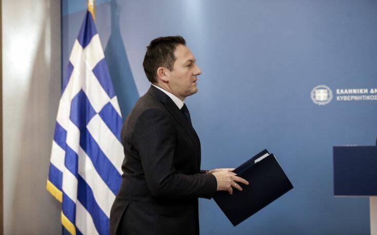 Πέτσας για ΣΥΡΙΖΑ: Αθλιότητα να εκτοξεύουν απειλές κατά του υπ. Οικονομικών