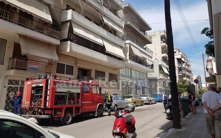 Συναγερμός στην Πυροσβεστική για «μάτι» που άρπαξε φωτιά σε πολυκατοικία