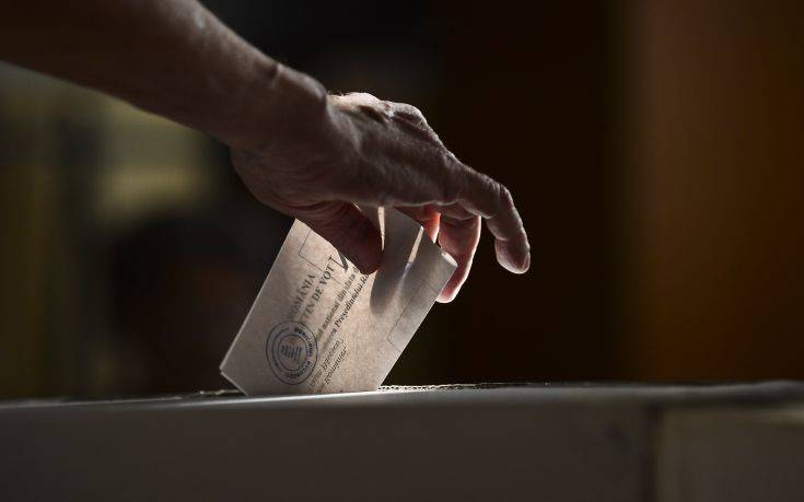 Σε «υπεράσπιση της δημοκρατίας» στη διάρκεια της πανδημίας καλούν 500 προσωπικότητες από όλο τον κόσμο