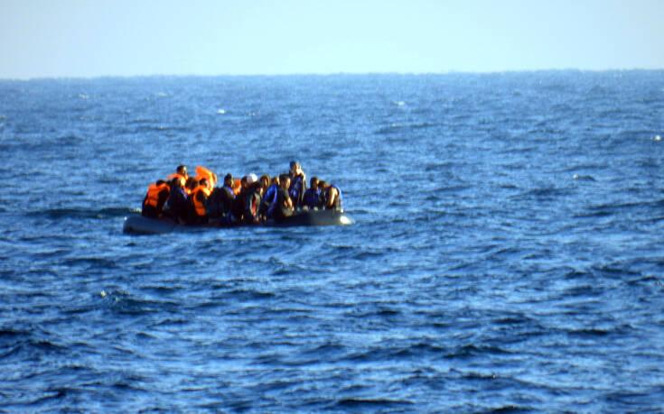 Λέσβος: Βάρκα με 32 πρόσφυγες και μετανάστες έφτασε το απόγευμα σε παραλία