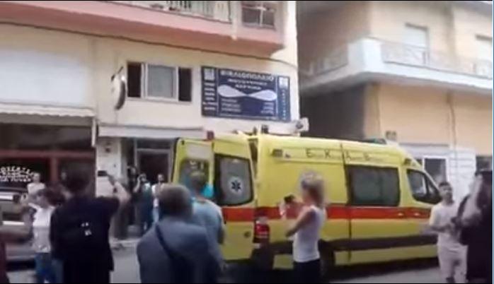 Πανικός στην Κοζάνη: Εισέβαλε με τσεκούρι στην Εφορία και τραυμάτισε υπαλλήλους