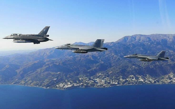 Εντυπωσιακές εικόνες από την άσκηση Ελλάδας – ΗΠΑ: Συμμετέχει και το αεροπλανοφόρο «Αϊζενχάουερ»
