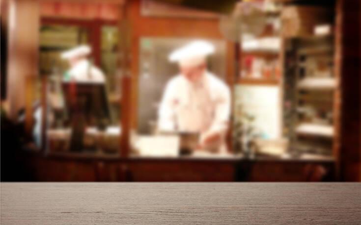 Καταγγελία ότι μάγειρας λιποθύμησε λόγω υπερκόπωσης σε ξενοδοχείο στην Κρήτη