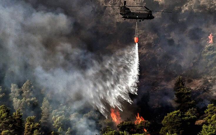 Ανεξέλεγκτη η φωτιά στο Γραμματικό: Ολονύχτια μάχη με τις φλόγες