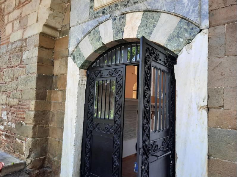 Βανδάλισαν τζαμί στα Τρίκαλα ως απάντηση στον Ερντογάν για την Αγιά Σοφιά