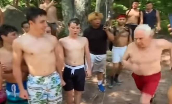 73χρονος πήδηξε από λόφο στο νερό – Το viral βίντεο που τον αποθεώνουν